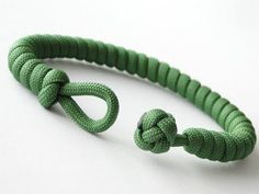 How to Make a Simple Paracord Bracelet