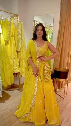 Party Wear Indian Dresses, Designer Party Wear Dresses, Indian Gowns Dresses, Indian Bridal Outfits, Party Wear Lehenga, Indian Fashion Dresses, Kurti Designs Party Wear, Dress Indian Style, Lehenga Designs