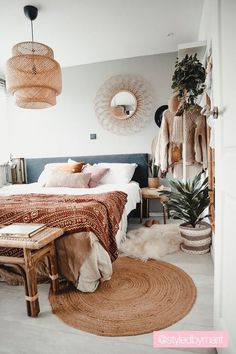 Home Interior Simple Boho bedroom decor ideas decor.Home Interior Simple Boho bedroom decor ideas decor Boho Bedroom Decor, Decor Room, Bedroom Ideas, Bedroom Inspo, Bedroom Storage Ideas For Clothes, Bedroom Storage For Small Rooms, Boho Decor, Wall Decor, Bohemian Bedrooms