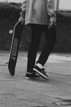 Skateboard outfit here's how to use the trend. Tumblr Skate, Jan Becker, Art Surf, Tumbrl Boy, Skate Boy, Skate Photos, Seinfeld, Longboarding, Skateboards