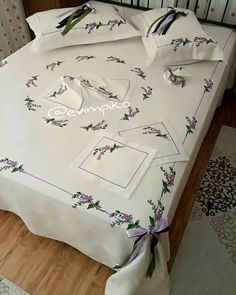 Bed Covers, Bed Spreads, Linen Bedding, Christmas Fun, Bed Sheets, Decoration, Bed Pillows, Pillow Cases, Diy And Crafts