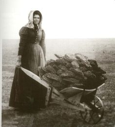 Unidentified pioneer woman on the prairie circa 1870 - with wheelbarrow loaded with what appears to be sod. Its not sod its buffalo chips. Us History, American History, Church History, Family History, Old Pictures, Old Photos, Vintage Photographs, Vintage Photos, Louisiana