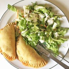 Glutenfri pirogger med to slags fyld - Karina Baagø Lactose Free Recipes, Fodmap Recipes, Vegetarian Recipes, Healthy Recipes, How To Eat Better, Lunch To Go, Foods With Gluten, Recipes From Heaven, Baby Food Recipes