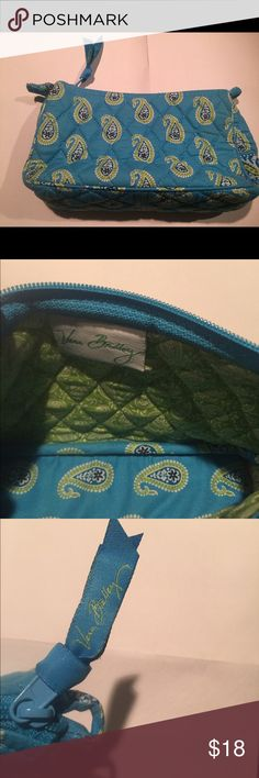 Vera Bradley Purse/Cosmetic Bag w/out strap Vera Bradley purse without straps can be used as a handheld purse or cosmetic bag in great condition no stains rips tears. 9x5.5x2.5 Vera Bradley Bags