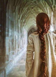 La dama del paso: Reseña en La voz que vive en mí