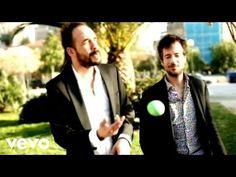 Panos Mouzourakis/Maraveyas Ilegàl - Fila Me Akoma (Baciami Ancora) Greek Music, Happy Moments, Me Me Me Song, Music Bands, My Music, Music Videos, In This Moment, Actors, Couple Photos