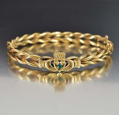 Shop Victorian Jewelry Online A natural emerald gemstone centers this antique gold filled Claddagh Victorian bangle bracelet representing love, loyalty, … Antique Jewellery Online, Antique Jewelry, Vintage Jewelry, Peridot Bracelet, Emerald Bracelet, Emerald Gemstone, Gemstone Earrings, Gold Bangles, Bangle Bracelets
