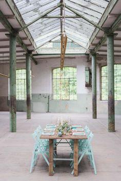 Geometrische Liebeskunst in der Wollfabrik JULIA SCHICK http://www.hochzeitswahn.de/inspirationsideen/geometrische-liebeskunst-in-der-wollfabrik/ #wedding #love #tabledecor
