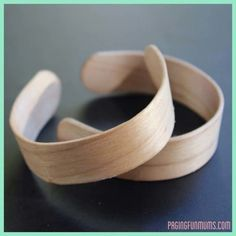 What can you do with the remaining Popsicle sticks after making Popsicle at home? Popsicle sticks are arts-and-crafts' best friend, and for good reason. Popsicle Stick Crafts, Popsicle Sticks, Craft Stick Crafts, Fun Crafts, Craft Sticks, Cute Bracelets, Bangles, Making Bracelets, Popsicle Stick Bracelets