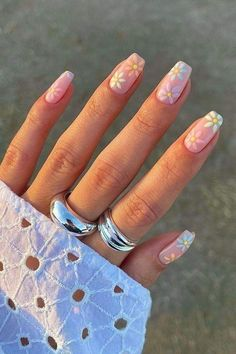 Acrylic Nails Coffin Short, Simple Acrylic Nails, Pastel Nails, Best Acrylic Nails, Summer Acrylic Nails, Purple Nails, Daisy Nails, Flower Nails, Nail Art Flowers