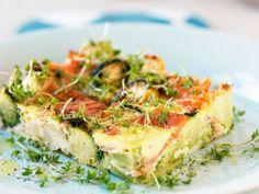 Frittata på gravad lax, västerbottensost och grönsaker Receptbild - Allt om Mat