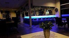 https://i.pinimg.com/236x/e4/d9/b5/e4d9b51684f2d8bd9aaa43c27c1d87ad--led-strips-restaurant.jpg
