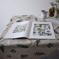 Embroidery works book 2009-2013年の間の作品を冊子にまとめています。 のんびりお茶でも飲みながら眺めていただけたらな、、、と。 新たに作りたい作品も、ふつふつと湧いてきます。 * サイトでも購入できます。 https://gris-info.stores.jp * #embroidery #刺繍 #handmade #needlework #linen #刺绣 #樋口愉美子 #yumikohiguchi