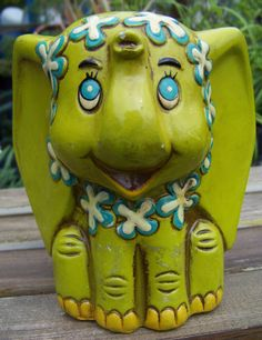 Mod Green Elephant Chalkware Bank by Trends, Inc., Japan - So stinkin' adorable!!! I love pachyderms...