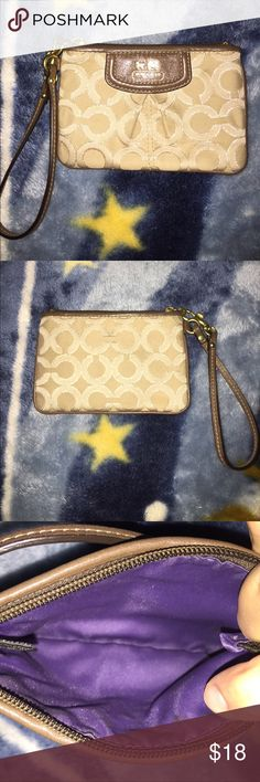 Coach wristlet Coach wristlet used only a couple times in great condition Coach Bags Clutches & Wristlets