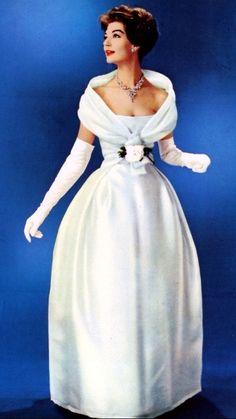 Simone D'Aillencourt in Christian Dior, 1957