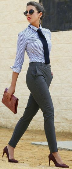 Casual business outfit accessorized with sunglasses Classy Work Outfits, Work Casual, Stylish Outfits, Casual Summer, Classy Outfits For Women, Casual Chic, Women Work Outfits, Ladies Outfits, Stylish Suit