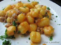 Gnocchi con zucca e salsiccia - Gnocchi Rezept Vegan Gourmet Recipes, Pasta Recipes, Healthy Recipes, I Love Food, Good Food, Comfort Food, Ravioli, Carne, Italian Recipes