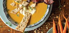 The gentle spices in this wholesome autumn pumpkin and carrot soup warm up many a hungry worker and dinner guest alike. Fragrant but not too overwhelming. Healthy Dinner Recipes, Soup Recipes, Healthy Snacks, Yummy Recipes, Recipies, Pumpkin Carrot Soup, Roast Pumpkin, Cooking Tips, Cooking Recipes