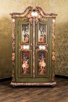 Großer Barock-Hochzeitsschrank mit Geheimtüren aus dem Besitz der ...