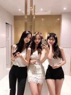 Pretty Korean Girls, Cute Korean Girl, Beautiful Asian Girls, Mode Ulzzang, Ulzzang Korean Girl, Foto Best Friend, Korean Best Friends, Girl Friendship, Girl Fashion