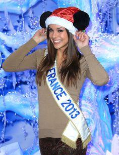 Miss France 2013 teste les oreilles de Mickey