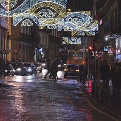 La Navidad trae el calor de las luces el de la gente  . . Las luces de Santiago casi todos los años son iguales  nos pondrán algo original algún día? . . Espero que hayáis tenido un buen día!
