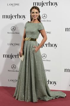 Paula Echevarría in Dolores Promesas Gala Dresses, Modest Dresses, Pretty Dresses, Vestidos Boutique, Modest Fashion, Fashion Dresses, Mercedes Benz, Red Carpet Gowns, Elegant Outfit