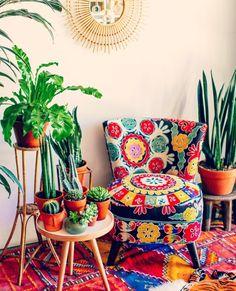 Suzani kárpitozás - Decoration World Funky Home Decor, Diy Home Decor, Room Decor, Eclectic Decor, Colourful Living Room, Boho Living Room, Living Area, Bohemian Interior, Bohemian Decor