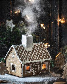 Vánoce 2013 – Jana Římanová – album na Rajčeti - meninblack Gingerbread Castle, Gingerbread House Designs, Christmas Gingerbread House, Nordic Christmas, Christmas Baking, Christmas Cookies, Christmas Crafts, Winter Christmas, Italian Christmas