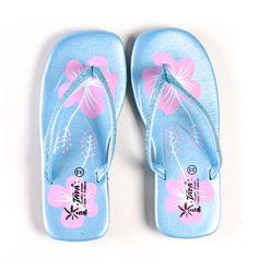 Schattige glitter slippers! http://www.oxximoxxi.nl/accessoires/193-blauwe-glitter-slippers.html
