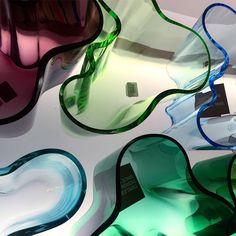 Wie Wellen von Oben - so fantasievoll und abstrakt können Vasen sein! Wunderschön, wenn man die Macht der Kreativität sehen kann, oder? #lotharjohn #iittala #alvaraalto #alvaraaltovase