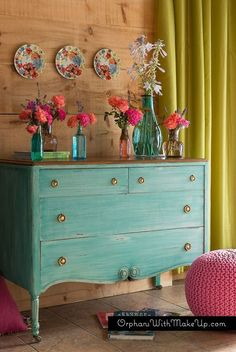 Gorgeous two-tone furniture makeovers that are the perfect combination of paint and stain. 20 two-tone furniture makeovers. Furniture Makeover, Diy Furniture, Dresser Makeovers, Furniture Design, Blue Furniture, Painting Furniture, Plywood Furniture, Furniture Stores, Luxury Furniture