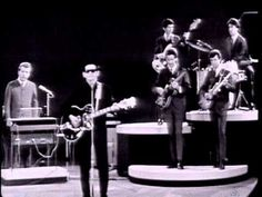 Music video by Roy Orbison performing Roy Orbison - Running Scared (Monument Concert 1965). (C) 2011 Sony Music Entertainment
