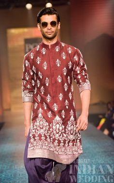 Manish malhotra's spring collection at mijwan fashion show. Indian Men Fashion, Mens Fashion Week, Fashion Show, Fashion Outfits, Smart Casual Tie, Kaftan, Indian Groom Wear, Kurta Men, Kurta Designs