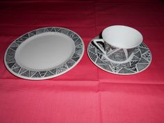 Terri's 2nd of 3 breakfast sets, side plate, cup & saucer. Picture 2.