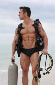 salt life-does he come with the gear?