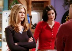 """ Rachel and Monica "" Friends Episodes, Friends Season, Friends Series, Friends Show, Rachel Green Outfits, Rachel Green Style, Purple Outfits, Monica Friends, Monica Gellar"