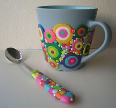 Bubble Mug - get ceramic mug, use Polmer clay, or kind you cure in oven. Apply design on mug and heat (according to clay directions) in oven. Don't use a plastic mug or spoon with plastic handle. Crea Fimo, Polymer Clay Kunst, Fimo Clay, Polymer Clay Projects, Polymer Clay Creations, Clay Beads, Polymer Clay Jewelry, Pot A Crayon, Clay Mugs