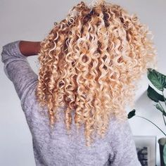 One upside to my frizz obsession is that I have been able to find some essential steps to prevent most of it. #curlyhairstyles