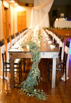 Beautiful table-scape with sweeping greenery  😍😍😍  Taken at Highland Lake Inn & Resort in Hendersonville, NC Greenery, Tablescapes, Table Arrangements