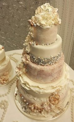Ruffle an Pearl Vintage Wedding Cakes