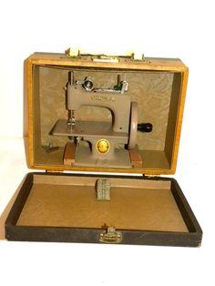 Vintage Singer Hand Crank Sewing Machine USA Siman Co 29952