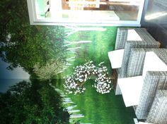 Kunstplanten op maat gemaakt bij hun omgeving. Outdoor Furniture Sets, Outdoor Decor, Home Decor, Decoration Home, Room Decor, Home Interior Design, Home Decoration, Interior Design