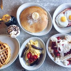 A list of some of the best breakfast joints in the Seattle area. From waffles and pancakes to omelettes and benedicts, Seattle will serve it up to you best. Places To Eat Breakfast, Best Brunch Places, Breakfast Restaurants, Breakfast On The Go, Best Breakfast, Breakfast Ideas, Seattle Food, Seattle Travel, Breakfast