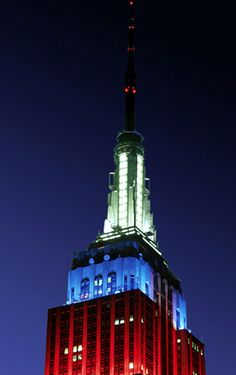 New York's Top 10 : Empire State Building - Spire    The spire is lit to honor holidays, seasons, and the many ethnic groups of New York: red, white, and blue for national holidays;