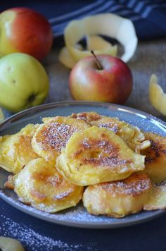 Fritters of apples within the pan and with out frying Desserts With Biscuits, Köstliche Desserts, Delicious Desserts, Dessert Recipes, Yummy Food, Tasty, Beignets, Drink Recipe Book, Instant Pudding