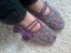 slippers for my sister My Sister, Slippers, Crochet, Shoes, Fashion, Crochet Hooks, Sneaker, Zapatos, Moda