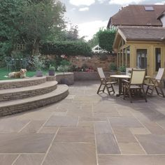 Raj Blend Classic Uncalibrated paving stones made of sandstone # design … - Modern Back Gardens, Outdoor Gardens, Outdoor Paving, Patio Design, Garden Design, Driveway Design, Sandstone Paving, Concrete Paving, Cement Patio