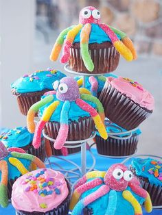 """Having a birthday pool party? Make these adorable """"Under the Sea"""" cupcakes!"""